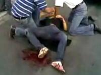 IMAGINI SOCANTE! Iran: tanara impuscata, in agonie pe strada