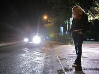 6 persoane suspectate de proxenetism si trafic de persoane, retinute