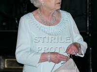 Regina Marii Britanii, cu rochia patata de cafea si geanta rupta