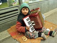 Aparati de jungla cersetoriei. Copiii trimisi pe strada sa adune bani le pot aduce amenzi parintilor