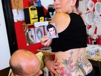 Si-a facut tatuaje din cenusa fiului mort