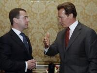 Presedintele Medvedev si-a facut cont pe Twitter, cu Terminatorul langa el