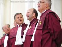 Judecatorii au decis: legea care ingheata salariile si pensiile in 2012 este constitutionala