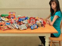 Boala rara: are 27 de kilograme la 21 de ani! Mananca 8.000 de calorii/zi