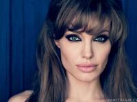 Angelina Jolie, abandonata de mama ei la nastere