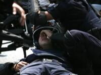 Pietre si masini incendiate! Tinerii greci, in razboi cu politia