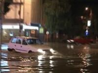 Noapte neagra in vestul tarii: bulevarde inundate, masini distruse, acoperisuri smulse de vijelii