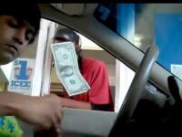 Inexplicabil. Face o bancnota de un dolar sa leviteze de 10 ori la rand. VIDEO