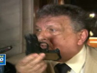 VIDEO. Un membru al CNA, balerin de profesie, a scos un pistol in Parlament