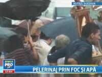 VIDEO: 8.000 de pelerini in Suceava. Au picat pe capete de la caldura si a cazut tencuiala langa ei