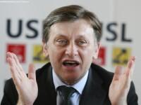 Antonescu: Referendumul privind cainii fara stapan e inutil, ce sa mai discutam, chiar e jenant
