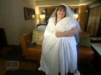 VIDEO. Ea este cea mai grasa mireasa din lume. Rochia ei are masura 9XL si abia o pot cara 3 barbati