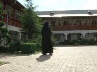 Drama unei maicute. O acuza pe stareta manastirii ca o bate, dar nu poate face plangere la politie