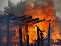 Incendiu puternic cu flacari de 10m inaltime la o hala din Timisoara. 7 autospeciale au intervenit