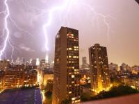 Vreme instabila, cu ploi si descarcari electrice in aproape toata tara. Temperaturile se mentin la valori ridicate