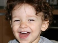Un copil de 2 ani a murit dupa ce tatal sau l-a uitat 8 ore in masina incuiata, lasata in soare