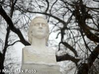Bustul lui Mihai Eminescu, decapitat la Cernauti inainte de inaugurare. MAE e consternat