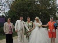 Poza de nunta cu care mirii se mandresc, dar s-au facut de ras pe internet. Ce apare in cadru. FOTO