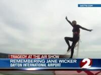 Show aviatic dramatic in SUA. O femeie cascador si un pilot au cazut cu avionul si au murit
