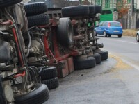Accident rutier in Capitala, dupa ce soferul unui tir a lesinat la volan
