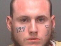 Un fost gangster din SUA si-a indepartat tatuajele de pe fata cu ajutorul unui polizor