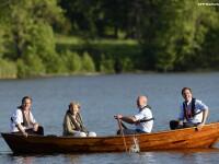Mini-summit intre Angela Merkel si 3 opozanti ai candidaturii lui Juncker la sefia CE. Evenimentul a debutat intr-o barca