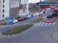 Accident FILMAT. Doi oameni au fost raniti, dupa ce un sofer a izbit violent, din spate, un autobuz
