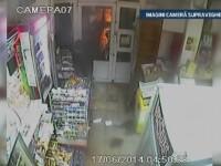 Imagini camera de supraveghere. Grupare de hoti anihilata in Brasov - metoda pe care o foloseau in timpul spargerilor