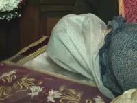 Pelerinaj la moastele Sf. Ioan cel Nou. Mii de oameni au dormit sub cerul liber la Suceava, pentru a se inchina la racla