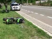 Un sofer nerabdator a lovit in plin un motor pe care se aflau doi tinerei. Motocicleta a zburat 6 metri prin aer, dupa impact