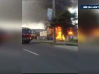 Incendiu puternic la o magazie cu lemne din Bacau. Pompierii s-au luptat jumatate de ora cu flacarile