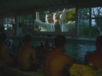 Proiectie inedita la TIFF 2015. Sute de spectatori au vizionat scurtmetraje in costum de baie, intr-o piscina din Cluj