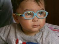 Petru, bebelusul aflat in prag de orbire pentru care telespectatorii ProTV au donat 40.000 de euro, a fost operat cu succes