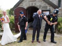 Scena care i-a bulversat pe toti invitatii de la nunta. Ce s-a intamplat in momentul in care mirii au iesit din biserica