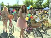 SkirtBike 2015. Mii de tinere s-au plimbat, in fusta si pe biciclete, prin marile orase. Printre ele au fost si