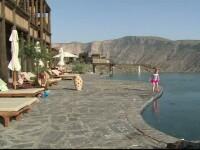 Hotelul care se confunda cu peisajul muntelui. Cat costa o vacanta de lux intr-un loc desprins parca din alta lume