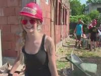 Voluntari pe un santier de constructie din Romania la doar 15 ani. Lectia pe care ne-o dau 28 de elevi din Elvetia