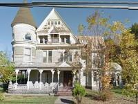 Proprietarul a abandonat brusc casa cand a vazut pozele Google Street View. Ce a surprins camera la ferestrele proprietatii