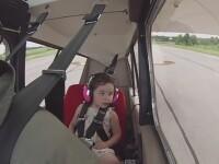 Un tata pilot si-a luat fetita de 4 ani la un zbor acrobatic. Cum a reactionat micuta cand avionul s-a dat peste cap. VIDEO