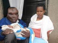 Cel mai urat barbat din Uganda, o vedeta nationala, a devenit tata pentru a 8-a oara. Cum arata sotia acestuia