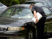 Politistii au lasat amenzi pentru parcare neregulamentara, dar nu au observat nicio clipa detaliul macabru din masina: FOTO