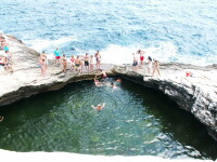 Guvernul elen: Turistii straini care viziteaza Grecia pot retrage de la bancomate cati euro doresc
