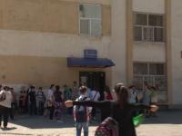 Alerta sanitara la o scoala din Craiova. Sute de copiii, consultati de medici dupa ce o profesoara a aflat ca sufera de TBC
