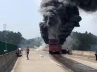 Cel putin 30 de oameni au murit in China, dupa ce autobuzul in care erau s-a izbit de un parapet. Soferul, retinut. VIDEO