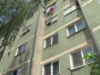 Un copil de 2 ani, din Pitesti, a supravietuit dupa ce a cazut de la al treilea etaj. In ce stare este acum