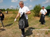 Gestul facut de Dacian Ciolos la actiunea de ecologizare a Parcului National Vacaresti.