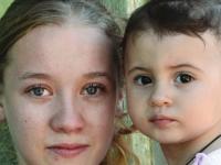 Salvati Copiii: Rata mamelor minore din Romania, mai mare decat in Botswana. Anual, 700 de fete devin mame inainte de 15 ani