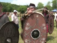 Dacii si romanii s-au batut din nou si au predat o lectie de istorie pe viu. Turistii au mancat ca pe vremea lui Decebal