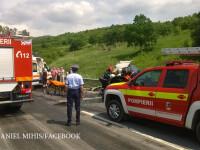 Doua persoane au fost ranite, dupa ce au intrat cu masina intr-un TIR cu fier. O victima a ramas incarcerata
