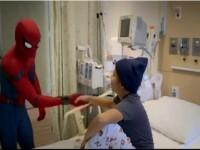 Actorul Tom Holland le-a facut o bucurie unor copii bolnavi si i-a vizitat imbracat in costum de Spiderman